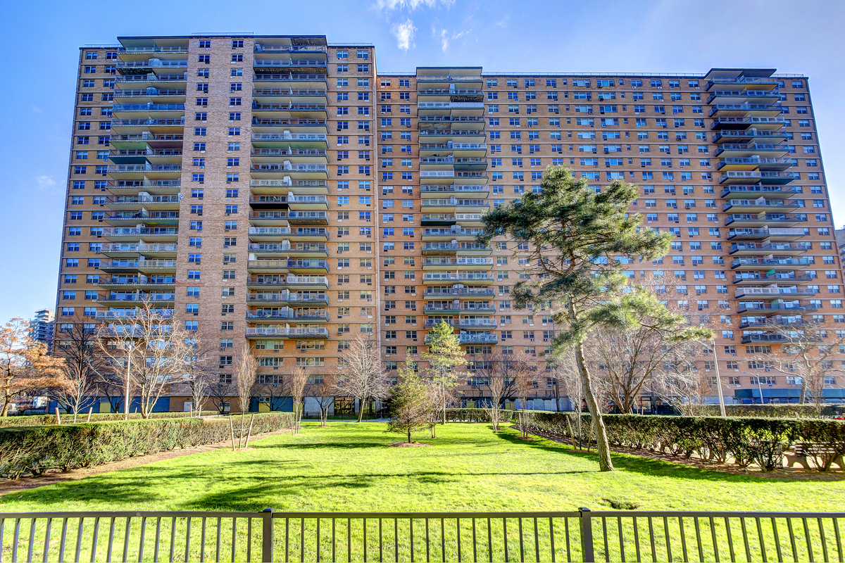 How Much Is Rent For A One Bedroom Apartment Trump Village 3 At 460 Neptune Ave In Coney Island