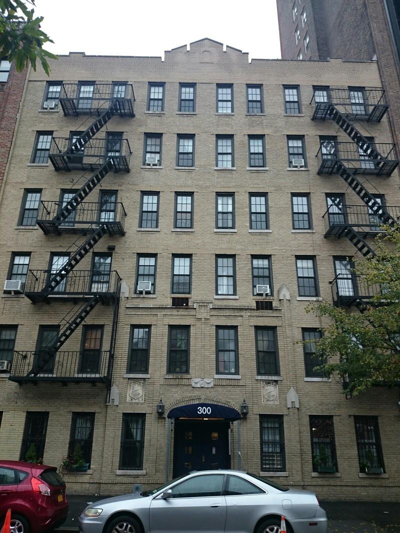 300 west 12 street in west village manhattan naked for Manhattan west village apartments