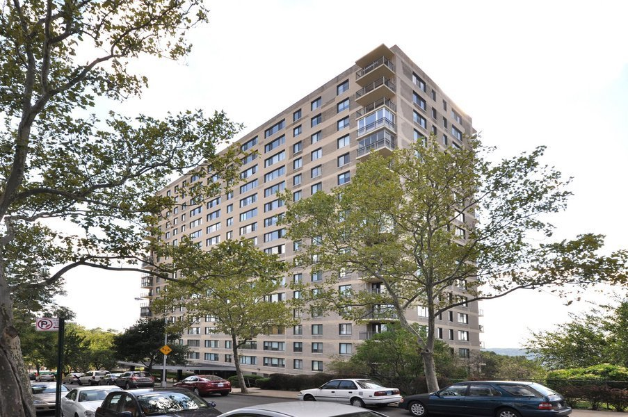 Riverdale apartment buildings bronx nyc for 3750 hudson manor terrace