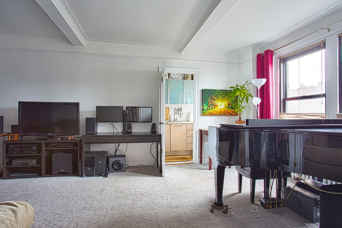 Streeteasy 110 west 86th street in upper west side 8d for Living room 86th street brooklyn ny