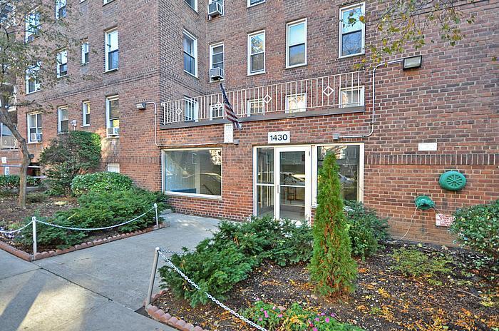 Building 1430 Thieriot Avenue