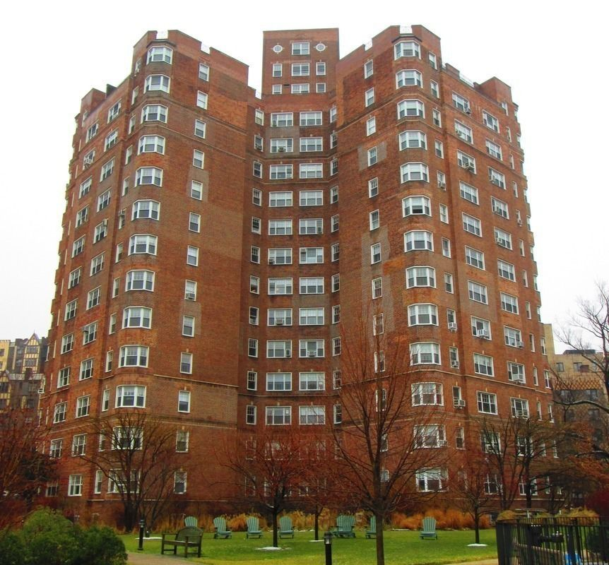 Market Street Village Apartments: Castle Village At 140 Cabrini Blvd. In Hudson Heights