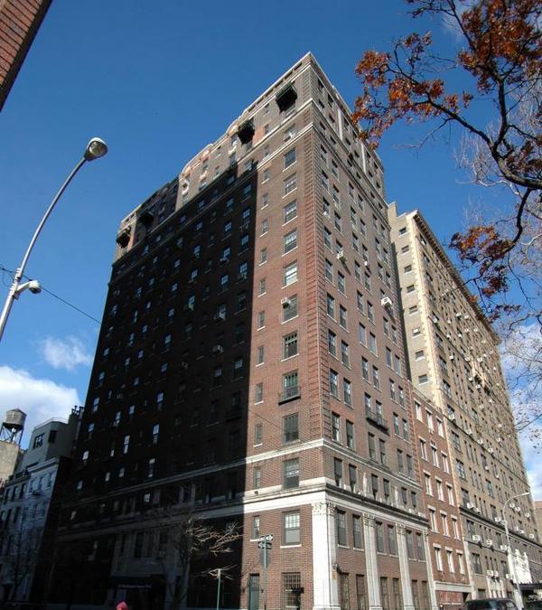 Ny Apt: 32 Washington Square W In Greenwich Village : Sales